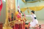 """นายกรัฐมนตรีแห่งราชอาณาจักรไทย The Prime Minister of Thailand """"Her Excellency Yingluck Shinawatra"""" ยิ่งลักษณ์ ชินวัตร ( """"ปู"""" )"""